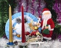Fondo festivo per una cartolina di Natale con una bambola di Santa Claus Fotografia Stock