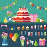 Fondo festivo plano del feliz cumpleaños con los iconos del confeti fijados Elementos del diseño del partido y de la celebración: Imagen de archivo