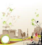 Fondo floral con la silueta de la ciudad. Imagenes de archivo
