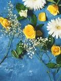 Fondo floral en azul Imagenes de archivo