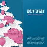 Fondo floral oriental con las flores de loto rosadas en el contexto azul del modelo con el lugar para su texto para la tarjeta de Imagenes de archivo