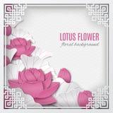 Fondo floral oriental con las flores de loto rosadas y marco adornado del corte en el contexto blanco del modelo para la tarjeta  Fotos de archivo libres de regalías