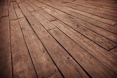 Fondo fotografico di lerciume - vecchia asse del pavimento di legno diagonale Immagini Stock