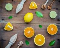 Fondo fresco mezclado de los agrios y de las hojas de la naranja Ingredie Imagen de archivo