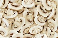 Fondo, funghi prataioli bianchi affettati, struttura dell'alimento Immagini Stock