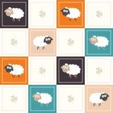 Fondo geométrico abstracto del modelo con los cuadrados coloridos, las ovejas y tres tréboles de la hoja Foto de archivo libre de regalías