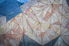 Fondo geométrico del modelo del triángulo en la pared Imagen de archivo