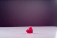 Fondo ghiacciato del cuore per la lettera romantica della carta del biglietto di S. Valentino Immagine Stock