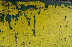 fondo giallo dell'estratto di struttura del graffio Ruggine e p di pelatura fotografie stock