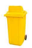 Fondo giallo di bianco dei bidoni della spazzatura Fotografia Stock