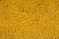 Fondo giallo di colore di struttura del muro di cemento fotografia stock