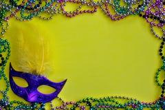 Fondo giallo pagina di Mardi Gras fotografia stock libera da diritti