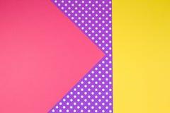Fondo giallo, porpora e viola geometrico astratto della carta del pois Immagini Stock Libere da Diritti