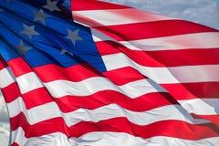 Fondo gigante di stelle e strisce della bandiera americana degli S.U.A. Immagine Stock