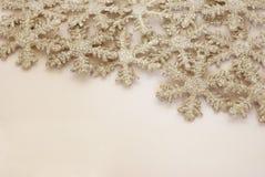 Fondo Glittery de los copos de nieve fotos de archivo libres de regalías