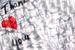 Fondo grigio bianco con cuore e le parole dei ringraziamenti fotografia stock libera da diritti
