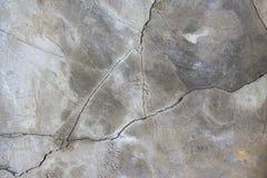 Fondo grigio del muro di cemento con la risorsa grafica delle crepe immagini stock libere da diritti
