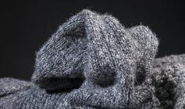 Fondo gris arrugado de la textura de la tela de las lanas Fotos de archivo