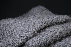 Fondo gris arrugado de la textura de la tela de las lanas Foto de archivo