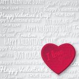 Fondo gris con el corazón y el wishe rojos de la tarjeta del día de San Valentín Imágenes de archivo libres de regalías