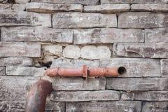 Fondo gris de la pared de la textura de piedra del ladrillo desigual fotografía de archivo libre de regalías