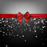 Fondo gris del invierno con el arco rojo Fotos de archivo libres de regalías