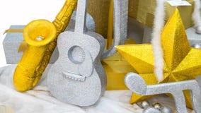 Fondo, guitarra y saxofón de la música en nieve Fotos de archivo libres de regalías