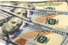 Fondo hecho de cientos billetes de banco del dólar Foto de archivo