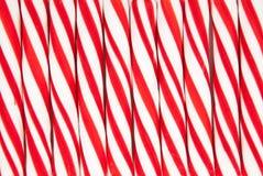 Fondo hecho de los bastones de caramelo rojos y blancos Fotos de archivo libres de regalías