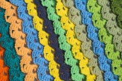 Fondo hecho a mano de la textura de las tiras de las lanas que hace punto Imágenes de archivo libres de regalías