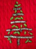 Fondo hecho punto caliente de la Navidad con las decoraciones del árbol del Año Nuevo Fotos de archivo