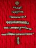 Fondo hecho punto caliente de la Navidad con las decoraciones del árbol del Año Nuevo Foto de archivo