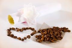 Fondo hermoso con café, corazón y papel Fotos de archivo libres de regalías