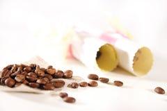 Fondo hermoso con café y papel Imagenes de archivo
