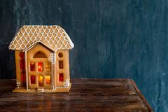 Fondo hermoso con la casa de pan de jengibre Imagenes de archivo
