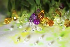 Fondo hermoso de la primavera con las gotas y los cristales brillantes del dif Foto de archivo