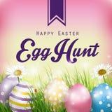 Fondo hermoso de Pascua con las flores y los huevos coloridos en la hierba Imagenes de archivo