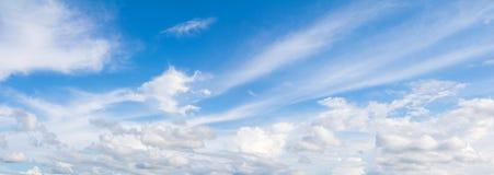 Fondo hermoso del verano del cielo y de la nube del panorama foto de archivo libre de regalías