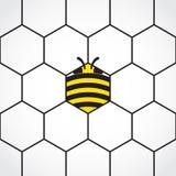 Fondo hexagonal del peine de la miel con la abeja estilizada Fotografía de archivo libre de regalías