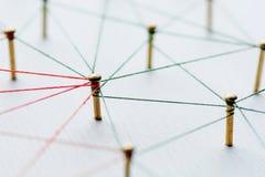 Fondo Idea abstracta del concepto de la red, medio social, Internet, trabajo en equipo, comunicación Chinchetas ligadas imagenes de archivo