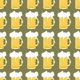 fondo inconsútil con la cerveza   Fotos de archivo