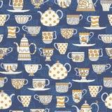 Fondo inconsútil con las tazas de té y las teteras Fotos de archivo