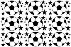 Fondo inconsútil con un balón de fútbol y estrellas five-ponted en un negro - colores blancos stock de ilustración