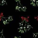 Fondo inconsútil de la Navidad de la acuarela con el muérdago y la cinta roja Fotografía de archivo libre de regalías