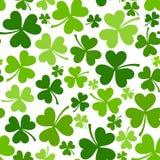 Fondo inconsútil del día de St Patrick con el trébol. Imagen de archivo libre de regalías