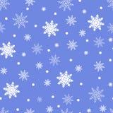 Fondo inconsútil del invierno con los copos de nieve blancos planos en un azul Fotos de archivo libres de regalías