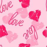 Fondo inconsútil del modelo con los corazones del mano-dibujo y palabra del amor para el uso en el diseño para el día o la boda d Fotografía de archivo