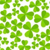 Fondo inconsútil del vector del día de St Patrick con el trébol Fotografía de archivo libre de regalías