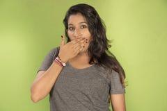 Fondo indio hermoso del verde del estudio de la pandilla de la muchacha Imagenes de archivo