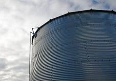 Fondo industrial de un silo de la granja Imágenes de archivo libres de regalías
